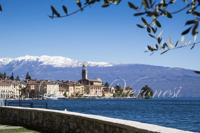 Salò, Hafen und Uferpromenade, Gardasee, Italien