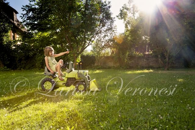 Mädchen mit Traktor
